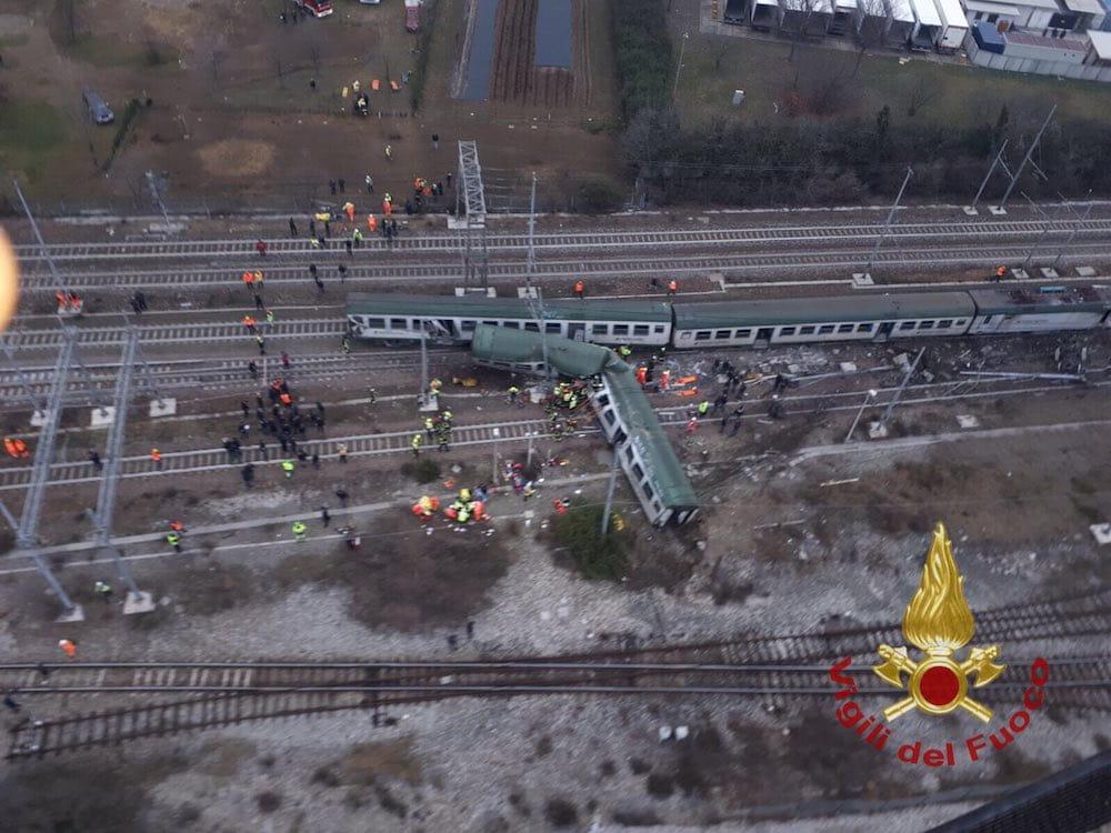 Trenord convoglio deraglia a piotello 4 morti e - Trenord porta garibaldi ...
