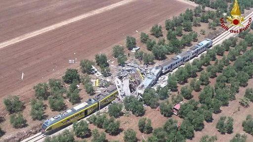 Scontro fra treni Puglia, solo 18 corpi hanno un nome