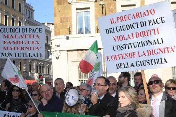 Giudici pace in sciopero, niente udienze